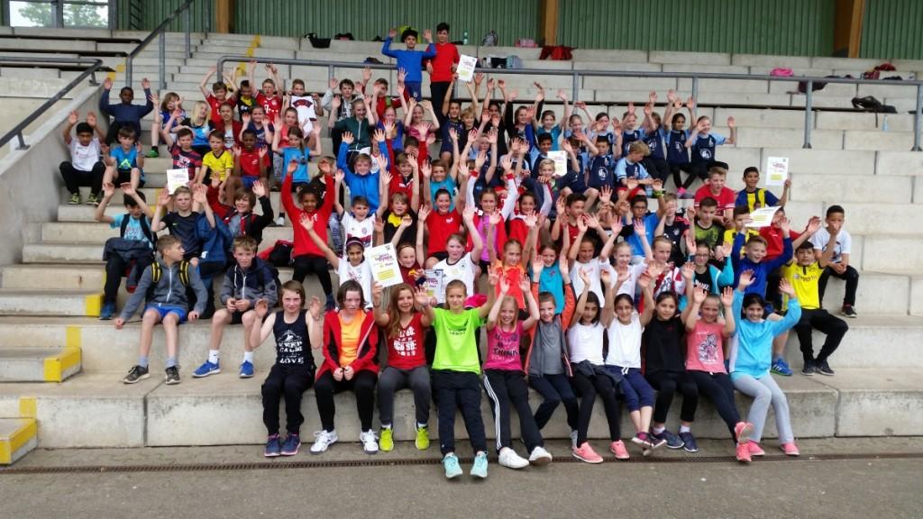 Die Stimmung war gut unter den Teilnehmerinnen und Teilnehmern des Schul-Leichtathletikwettkampfs im Sportpark Nord.
